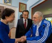 Fidel saluda a la esposa del Primer Ministro chino, 25 de septiembre de 2016. Foto: Alex Castro