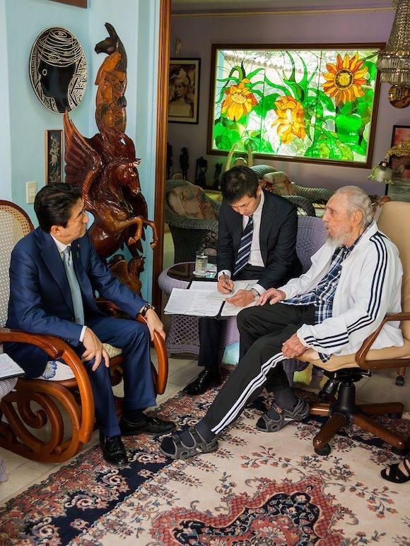 El Primer Ministro de Japón visita a Fidel. Foto: Alex Castro