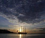 """El buque escuela """"Unión"""" de la Armada de Perú a su arribo a la bahía de La Habana Cuba. Foto: EFE"""