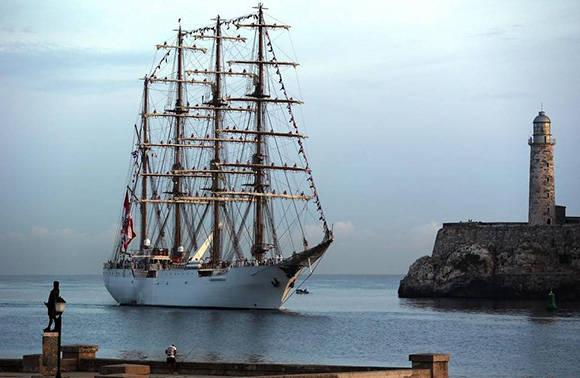 """Llega al puerto de La Habana el buque escuela """"Unión"""", el mayor de Latinoamérica"""