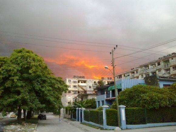 Fuego en las Nubes, en el Cerro, La Habana. Foto: Ernesto Ortega Morales / Cubadebate