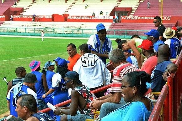 Los aficionados azules se han marchado dos veces decepcionados del Victoria de Girón. Foto: ACN/ John Vila.
