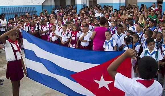 Pioneros de la escuela Manuel Saíz Sánchez de Lawton