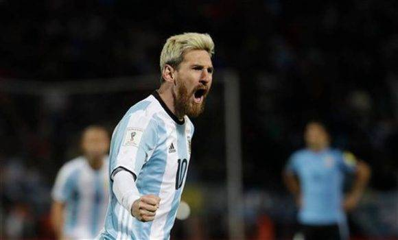 El jugador Lionel Messi de Argentina festeja tras convertir un gol ante Uruguay el jueves 1 de septiembre de 2016, durante un encuentro correspondiente a las eliminatorias al Mundial de Rusia 2018 disputado en el estadio Malvinas Argentinas de Mendoza (Argentina). Foto: Nicolas Aguilera EFE