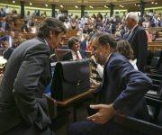 Rajoy se vuelve a marchar del Congreso contrariado por su impopularidad. Foto: EFE.