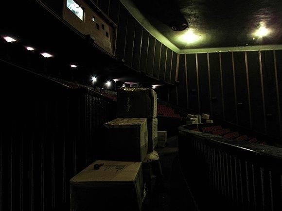 Materiales para la reparación en el interior del cine. Foto: Cinthya García/Cubadebate.