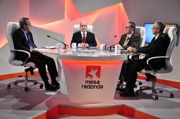 El Ministro de Educación Superior y otros directivos del MES comparecieron este martes en la Mesa Redonda para informar sobre las principales transformaciones que tienen lugar en la enseñanza universitaria cubana, el ámbito docente educativo y el proceso de ingreso.