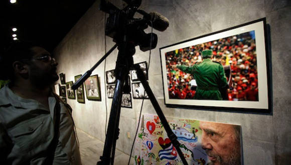 "Muestra fotográfica ""Fidel es Fidel"". Foto tomada de Telesur."