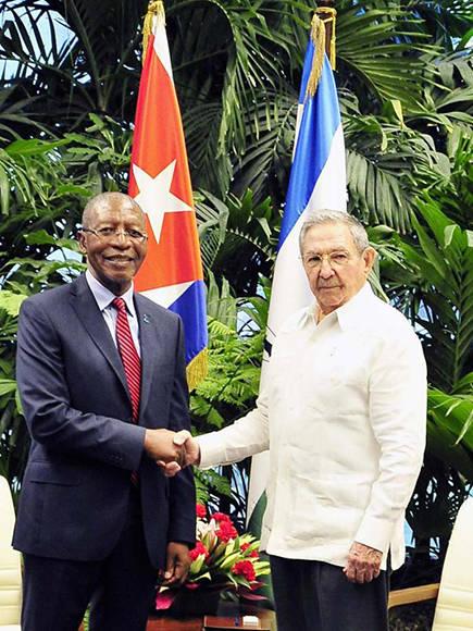 Recibió Raúl Castro al primer ministro de Lesoto y a Sam Nujoma
