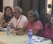 Los miembros del panel (de izq a der), Rudis Flores, Aranzazu Tirado, Luis Suárez, Nidia Alfonso y Martha Quiñones. Foto: José Raúl Concepción/ Cubadebate.