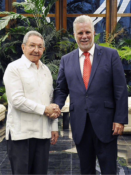 En un ambiente cordial, dialogaron sobre el buen estado de las relaciones entre Cuba y Quebec, así como las perspectivas para su desarrollo. Foto: Estudios Revolución.