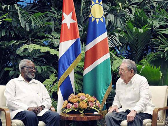 Recibió Raúl a Sam Nujoma