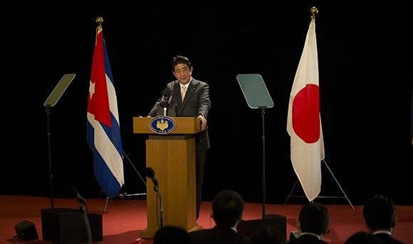 """""""Japón va a contribuir al desarrollo de Cuba tanto en el sector público como el privado"""", declaró Abe. Foto: Ismael Francisco/ Cubadebate."""