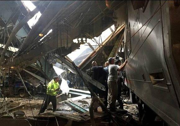 Tren en Nueva Jersey choca en estación y deja más de 100 heridos. Foto: AFP