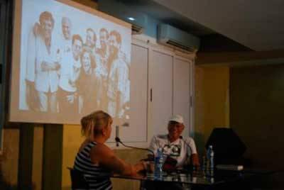 Víctor Casaus en el Pabellón Cuba, con Magda Resik. Foto: Centro Pablo.