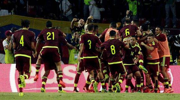 Venezuela dio una de las más granes sorpresas al empatar 2-2 con el subcampeón del Mundo y de América, Argentina. Foto: REUTERS/Marco Bello.