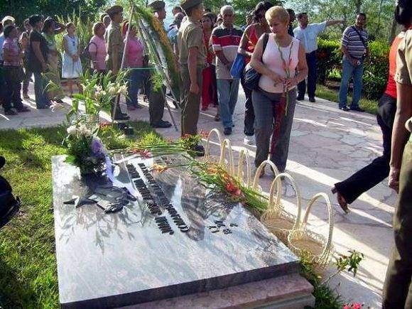 almeida-homenaje-pueblo-sergio-mtnez