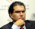 Armando Ríos Piter.