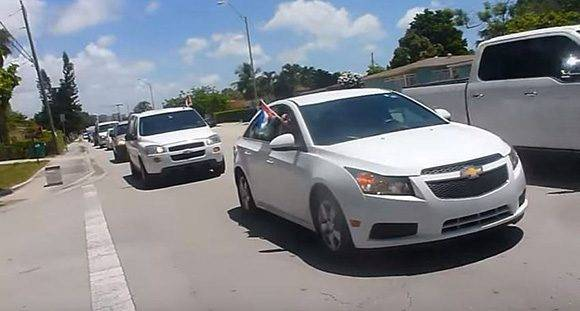 caravana-cubanos