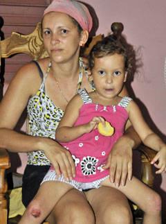Anabel y su madre Yanelkis, uno de los 112 642 núcleos familiares beneficiados en el país.