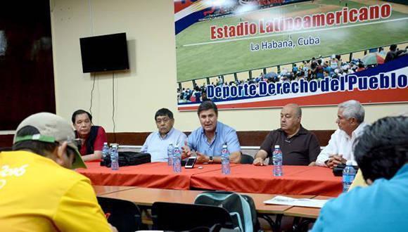 Conferencia de prensa que tuvo lugar hoy en el Estadio Latinoamericano. Foto: Ricardo López Hevia.
