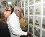 Sam Nujoma depositó en la tarde de hoy una ofrenda floral a los héroes cubanos. Foto: José.M. Correa Armas
