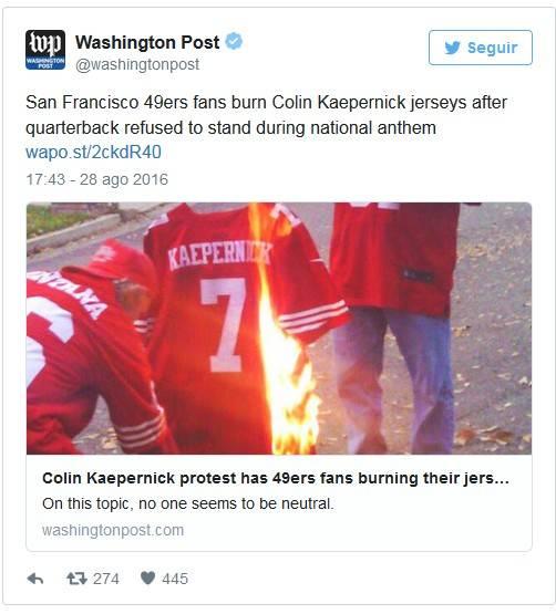 Fanáticos queman la camiseta de Kaepernick. Foto: Cuenta de Twitter de The Washiington Post