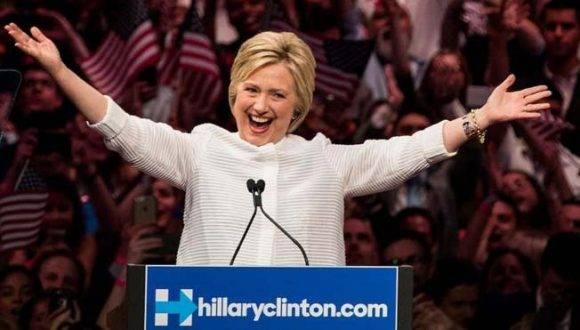 La salud de Hillary Clinton ha sido puesta en duda por los republicanos, pero ella asegura que se encuentra en buena condición. Foto: Getty Images.