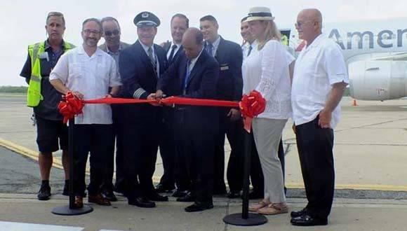 Inaugurando vuelos comerciales regulares de la aerolínea estadunidense American Airlines a Cuba. Foto: Radio Ciudad del Mar.