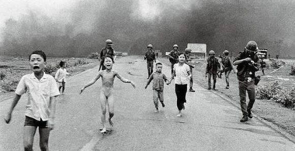 Icónica foto de la niña vietnamita víctima de la guerra.