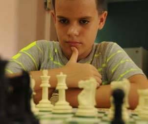 Lazarito, Maestro FIDE, con la presea de oro en el XIV Festival de Ajedrez de la Juventud de Centroamérica y el Caribe. Foto: Otoniel Márquez/ El Artemiseño.