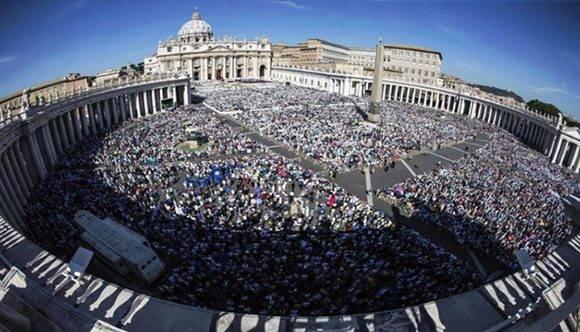 Miles de religiosos se dieron cita en la Plaza San Pedro.