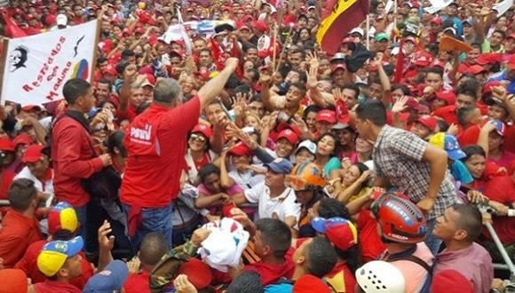 Pueblo venezolano se moviliza en defensa de su Revolución