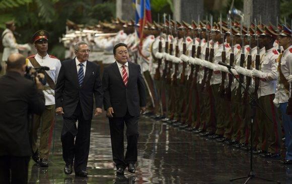 Recibió Raúl Castro en La Habana al Presidente de Mongolia
