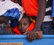 Uno de cada tres emigrantes a Europa es un niño. Foto: AP.