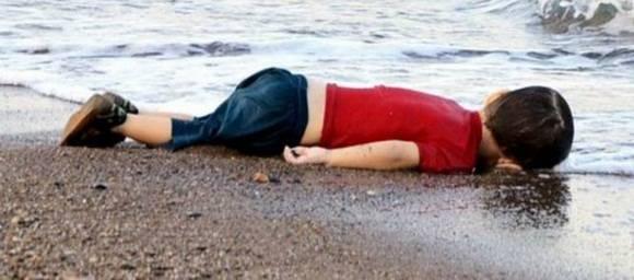 niño muerto en el mediterraneo