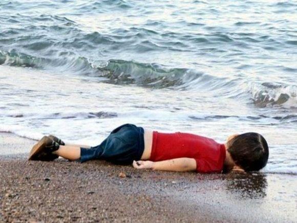 Aylan muerto en una playa de Turquía.