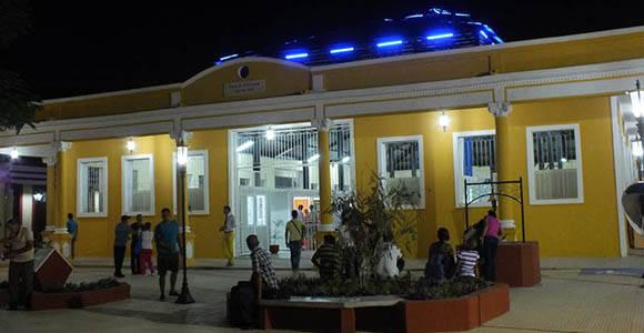 La emblemática Plaza La Marqueta, de Holguín recién remodelada. Foto: Lisandra Cardoso/ Radio Angulo.