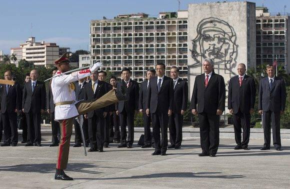 El Primer Ministro de China, Li Keqiang, sostiene conversaciones con el Presidente Raúl Castro en La Habana. Foto: Ismael Francisco/ Cubadebate