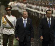 Raúl sostiene conversaciones oficiales con el Primer Ministro de China