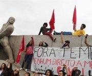 """Con consignas como """"Fuera Temer"""", """"Ningún derecho menos, elecciones directas ya"""", los movimientos sociales y sindicales reunidos en organizaciones como el MST, CUT, MTST y UNE han encabezado las movilizaciones en una de las ciudades más importantes del país suramericano."""