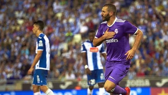 Un gol de James, en el tiempo añadido de la primera mitad, y otro de Benzema acaban con la ilusión de los blanquiazules. Foto: EFE.