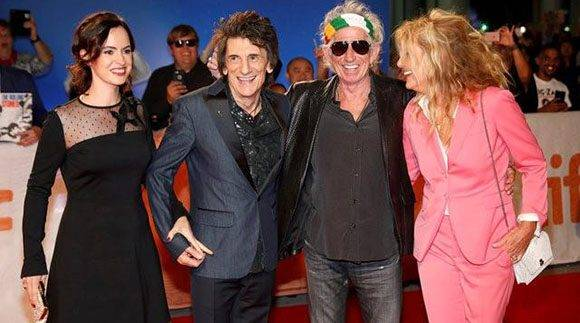 Keith Richards (con espejuelos) y Ronnie Wood, acompañados por sus esposas. Foto: Mark Blinch/Reuters.