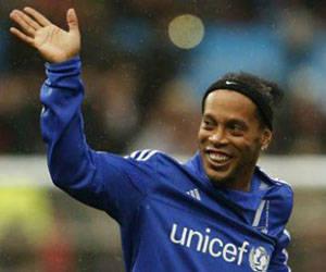 Ronaldinho seguirá jugando un año más y luego se retirará oficialmente. Foto: EFE.