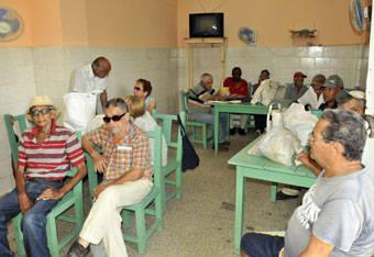 En el Centro de Elaboración Vigía, de Villa Clara, además de demorar el servicio y variar precios, no les ponen a los comensales los ventiladores, ni la TV.