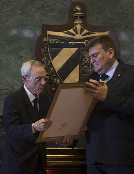 honoris-causa-eusebio-leal-uh4