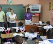 Adán Chávez visitó la escuela primaria y secundaria Hugo Rafael Chávez Frías, en La Habana. Foto: Radio Rebelde.
