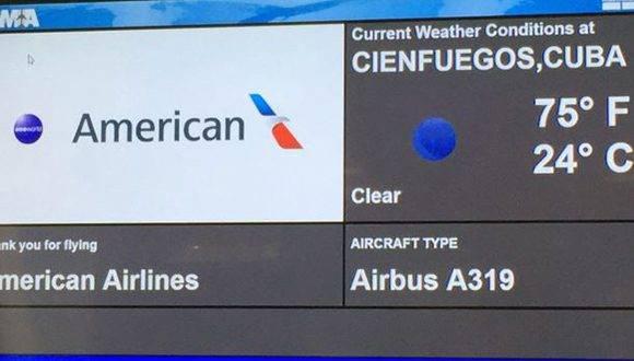 El primer vuelo programado de American a Cuba, destino Cienfuegos, en la puerta de salida del aeropuerto de Miami.
