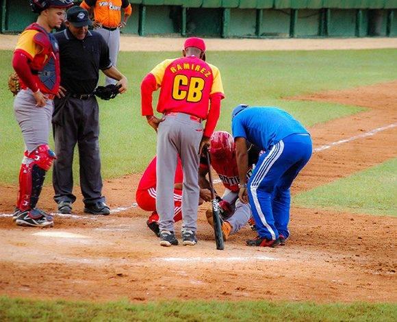 Edilse Silva cae lesionado. Foto: Cinthya García Casañas.