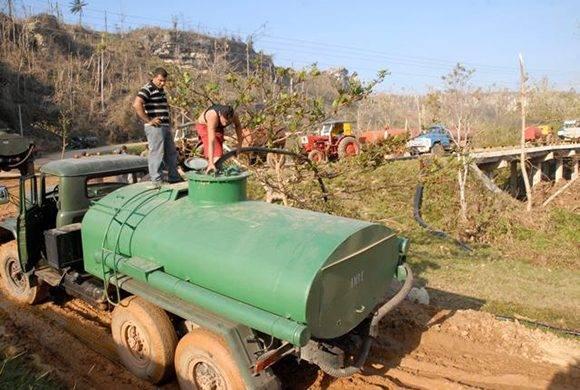 El día 13 la estación de bombeo de Maya era la única que servía agua por bombeo y en pipa a la mayor parte de la población. Foto: Leonel Escalona Furones